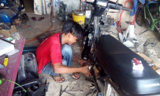kerja seorang mekanik motor